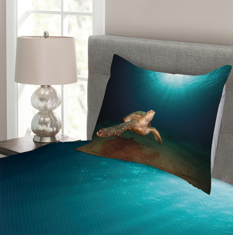 Green Turtle Sunbeam Print Underwater Quilted Bedspread /& Pillow Shams Set