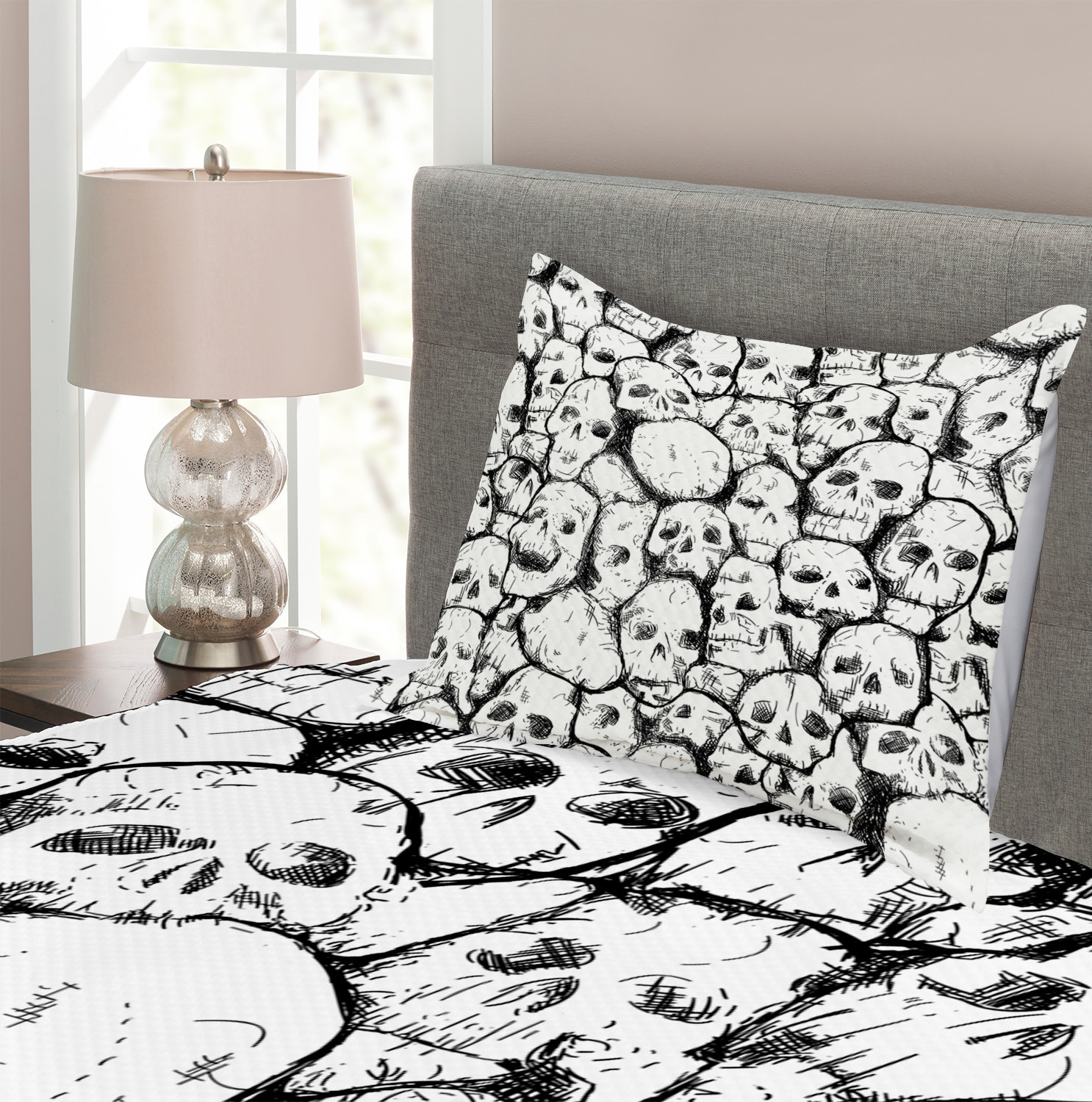 Abstract Skulls Print Black and White Quilted Bedspread /& Pillow Shams Set