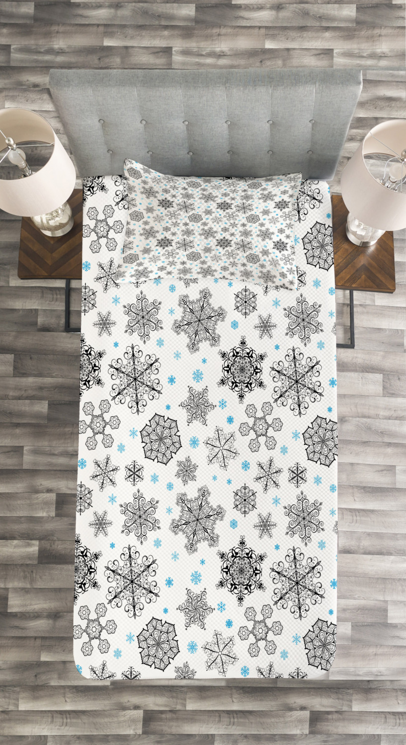 Filigree Style Snowflakes Print Red Quilted Bedspread /& Pillow Shams Set