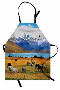 Vahşi At Sürüsü Otlakta Mutfak Önlüğü Dağ ve Göl