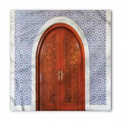 Ahşap Kapı ve Geometrik Bandana Fular