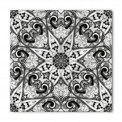 Siyah ve Beyaz Çiçekli Bandana Fular