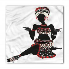 Oturan Afrikalı Kadın Bandana Fular