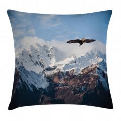 Karlı Dağda Uçan Kartal Yastık Kırlent Kılıfı