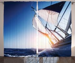 Yelkenli ile Gökyüzü Fon Perde Mavi