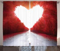 Ağaçlı Yol ve Kalp Fon Perde Şık Kırmızı