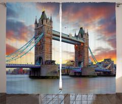 Antik Köprü ve Nehir Fon Perde Londra