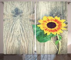 Ayçiçeği Desenli Fon Perde Ahşap Arka Planlı