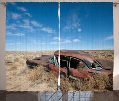 Nostaljik Fon Perde Çölde Terk Edilmiş Paslı Araba