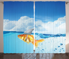 Köpek Balığı ve Bulut Fon Perde Komik Turuncu Balık Köpek Balığı