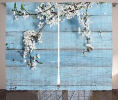 Şık Beyaz Çiçek Temalı Fon Perde Mavi Ahşap Fonlu