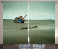 Batan Balıkçı Teknesi Fon Perde Gri Denız