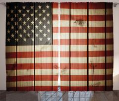 ABD Bayrağı Desenli Fon Perde Ahşap Arka Planlı