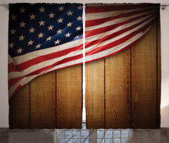 Kahverengi Ahşap Temalı Fon Perde ABD Bayraklı