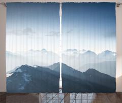Sisli Dağlar ve Gökyüzü Fon Perde Gri