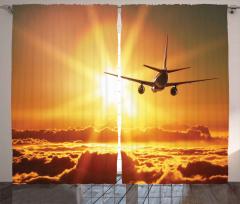 Güneşe Doğru Uçarken Fon Perde Bulutlu
