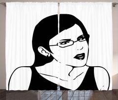 Küpeli ve Gözlüklü Kız Fon Perde Siyah Beyaz