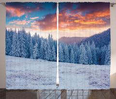 Karlı Ormanda Gün Doğumu Fon Perde Turuncu Gökyüzü