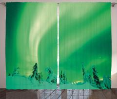 Karlı Ağaç ve Gökyüzü Fon Perde Kuzey Işıkları