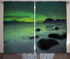 Kayalar ve Kuzey Işığı Fon Perde Yeşil Gökyüzü