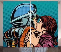 Astronot Kızın Öpüşmesi Fon Perde Çizgi Roman