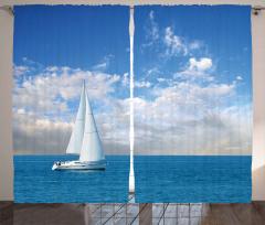 Pamuk Bulutlar ve Yelkenli Fon Perde Gökyüzü Deniz