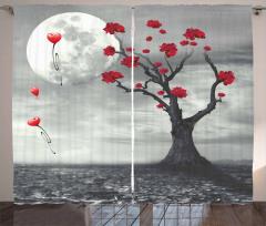 Kırmızı Çiçekli Ağaç Fon Perde Kalp Gri Gökyüzü