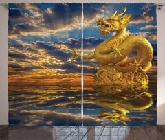 Altın Ejderha Heykeli Fon Perde Gökyüzü Bulut
