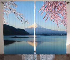Karlı Dağ ve Göl Fon Perde Mavi Gökyüzü Çiçek