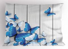Mavi ve Beyaz Kelebek Desenli Yastık Kılıfı Ahşap Fon