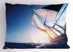 Yelkenli ile Gökyüzü Yastık Kılıfı Mavi