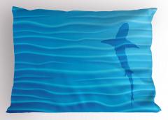 Köpek Balığı ve Dalgalar Desenli Yastık Kılıfı Mavi