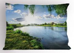 Nehirde Güneşli Bir Gün Yastık Kılıfı Bulut