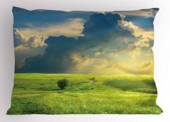 Çayır ve Bulutlar Yastık Kılıfı Patika Yeşil Çayır
