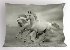Özgür Atlar Yastık Kılıfı Özgür Atlar Temalı