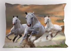 Koşan Atlar Yastık Kılıfı Özgür Beyaz Atlar