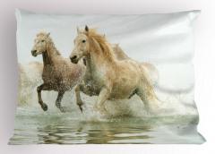 Suda Koşan Atlar Yastık Kılıfı Vahşi Doğa Atlar