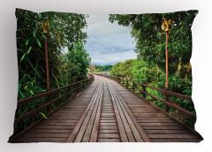 Doğada Yolculuk Temalı Yastık Kılıfı Ahşap Köprü Yeşil