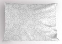 Beyaz Geometrik Desenli Yastık Kılıfı Gri Arka Planlı