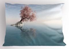 Göl Ortasındaki Ağaç Yastık Kılıfı Pembe Mavi