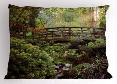 Ormandaki Ahşap Köprü Yastık Kılıfı Yeşil Kahverengi