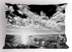 Denizdeki Kayalar Yastık Kılıfı Bulutlu Gökyüzü