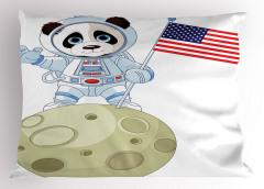 Astronot Panda Desenli Yastık Kılıfı Astronot Panda Ayda Beyaz