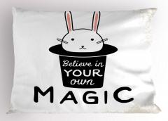 Şapkadan Çıkan Tavşan Yastık Kılıfı Siyah Beyaz