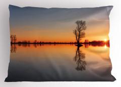 Gölde Gün Batımı Yastık Kılıfı Romantik Ağaç