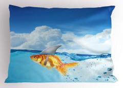 Köpek Balığı ve Bulut Yastık Kılıfı Komik Turuncu Balık Köpek Balığı