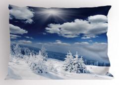 Bulutlar ve Karlı Ağaç Yastık Kılıfı Gün Doğumu Beyaz