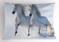 Karda Koşan Beyaz Atlar Yastık Kılıfı Karlarda Koşan Yabani Atlar Doğa