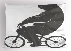 Bisiklete Binen Ayı Yastık Kılıfı Siyah Beyaz