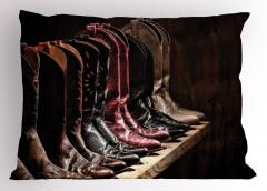 Kovboy Çizmeleri Temalı Yastık Kılıfı Kahverengi Ahşap